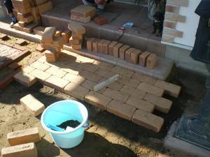 スタンダードなレンガ敷きに使った道具