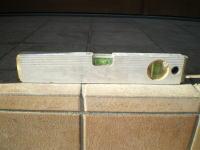 レンガ敷きに使った水平器