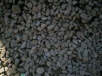 土に埋まっていた砕石