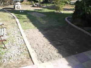芝の種全てに砂を被せ終えた後