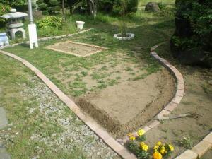 レンガ敷き及び整地後の西洋芝